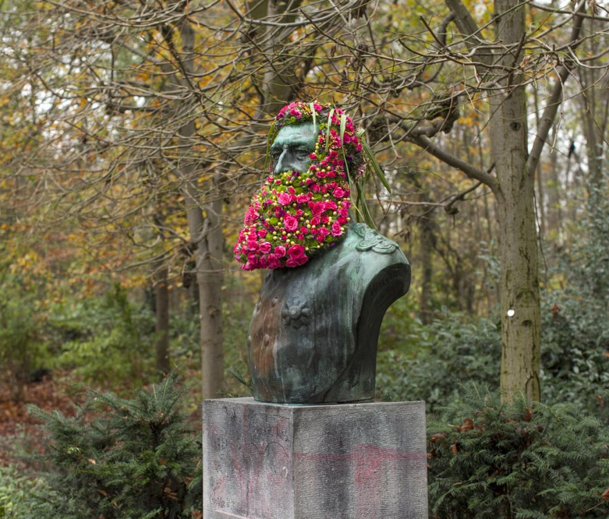geoffroy-mottart-statues-flower-crowns-beards-06