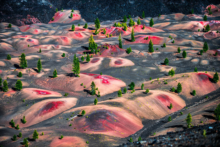 1-Painted-Dunes-Lassen-Volcanic-National-Park-in-California-USA