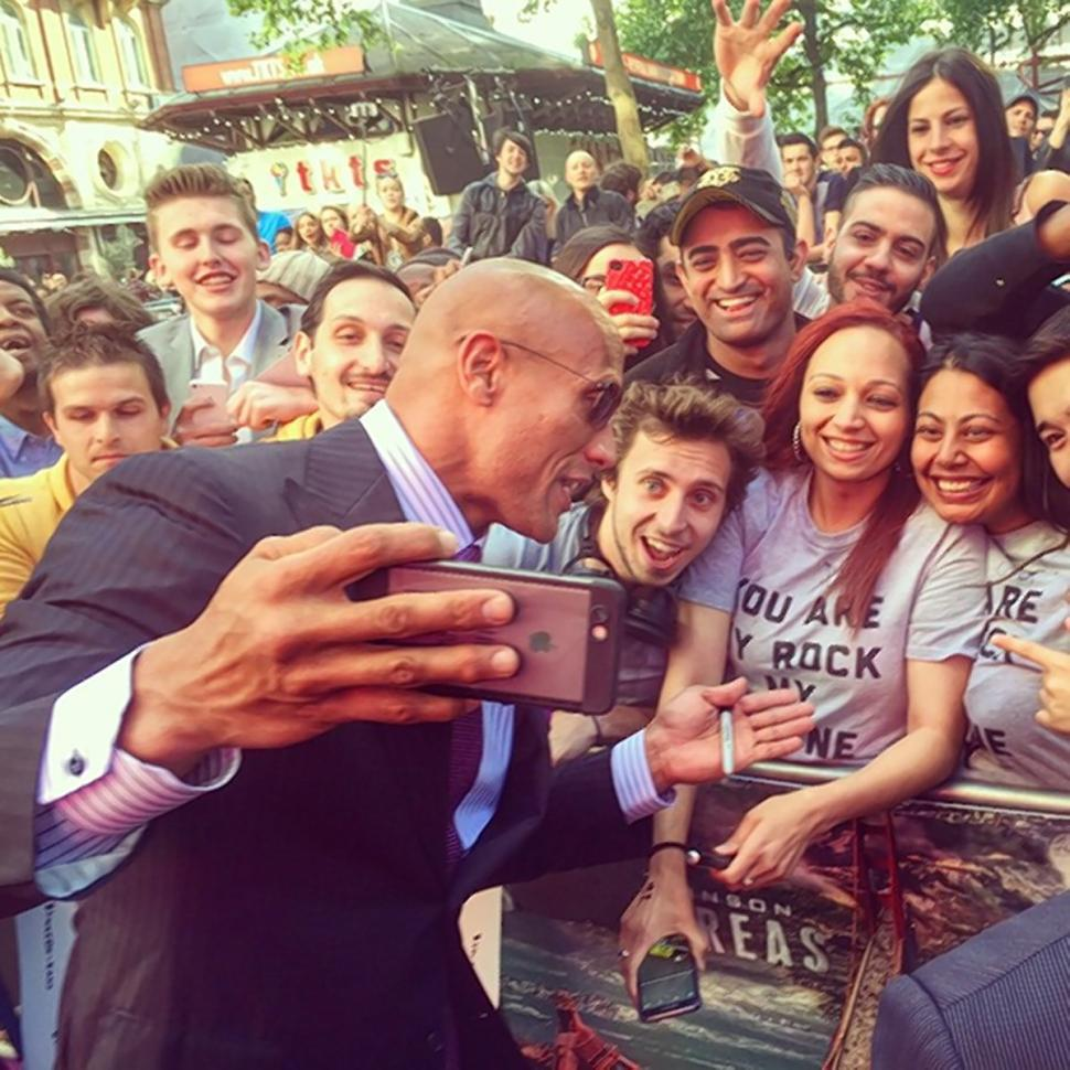 8-world-record-holding-celebs-2-dwayne-the-rock-johnson-selfies
