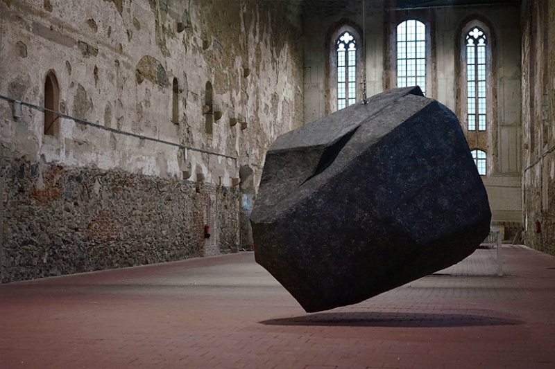21 Physics-Defying Sculptures That Will Wrinkle Your Brain #10 | Brain Berries