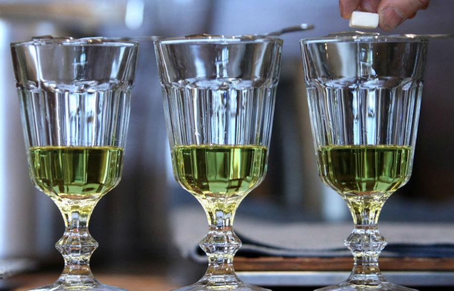 Thức uống Absinthe | Những đồ ăn nguy hiểm nhất hành tinh | Brain Berries