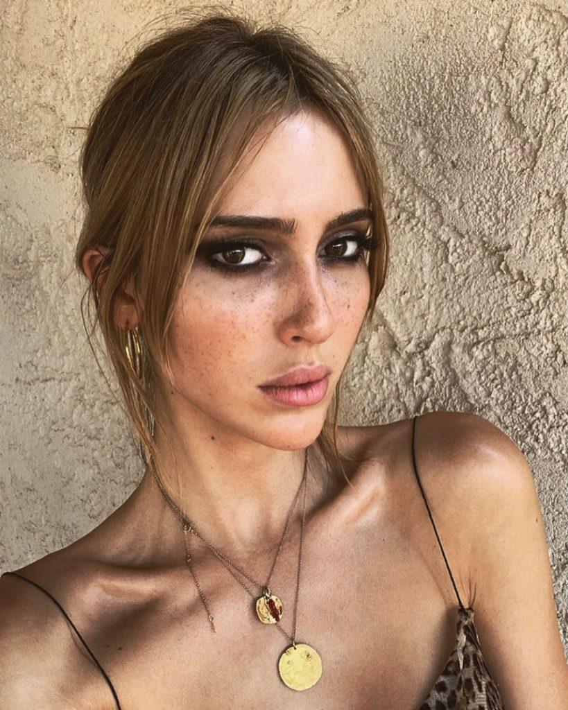 Theodora Quinlivan | 9 Most Beautiful Transgender Models You Should Know About | ZestRadar