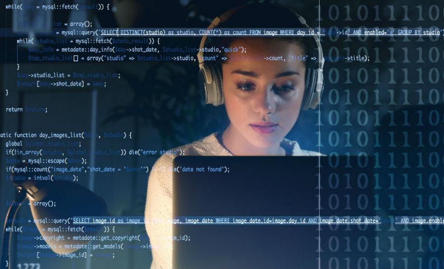 Woman Programmer | Brain Berries
