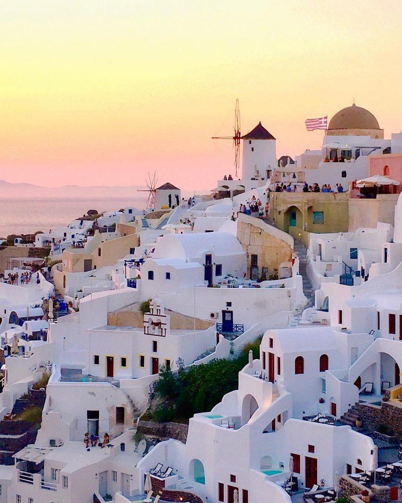 Санторини, Греция | 10 красивейших мест в Европе, о которых п| 10 красивейших мест в Европе, о которых почти ничего не знают туристы | Brain Berries