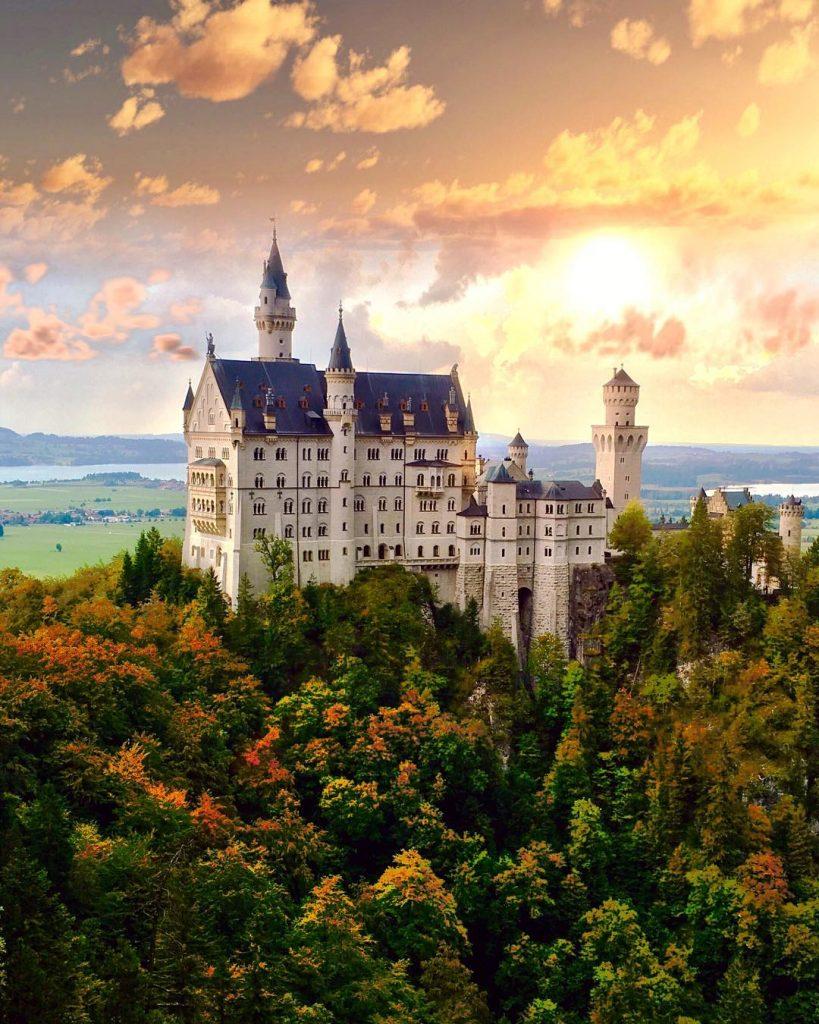 Замок Нойшванштайн, Германия | 10 красивейших мест в Европе, о которых почти ничего не знают туристы | Brain Berries