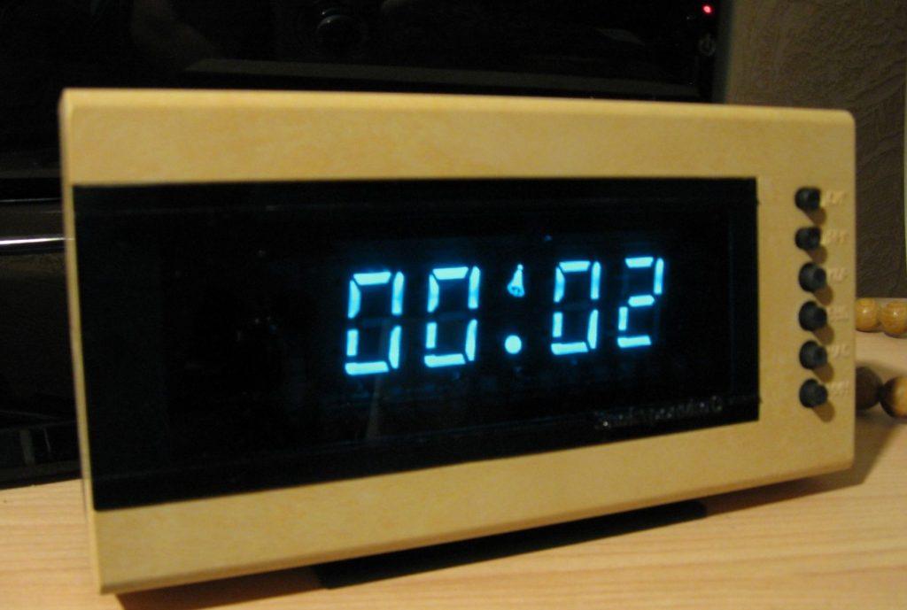 Электронные часы с LCD-дисплеем | 10 легендарных гаджетов из СССР | Brain Berries