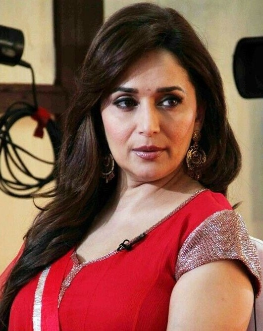 9. Madhuri Dixit | 9 Bollywood Stars Who Hate Each Other In Real Life | Brain Berries