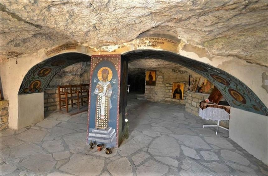 Panagria Hrysospiliotissa, under the Temple of Dionyso, Greece | 17 Astonishingly Beautiful Cave Churches Around The World | Brain Berries