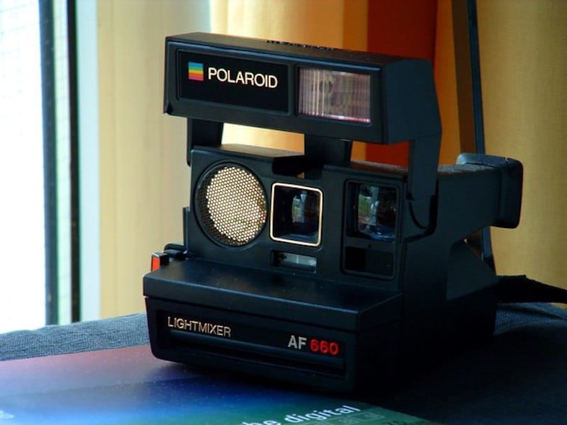Polaroid Sun AF 660 | 8 Best 1980s Gadgets that Defined a Decade| Brain Berries