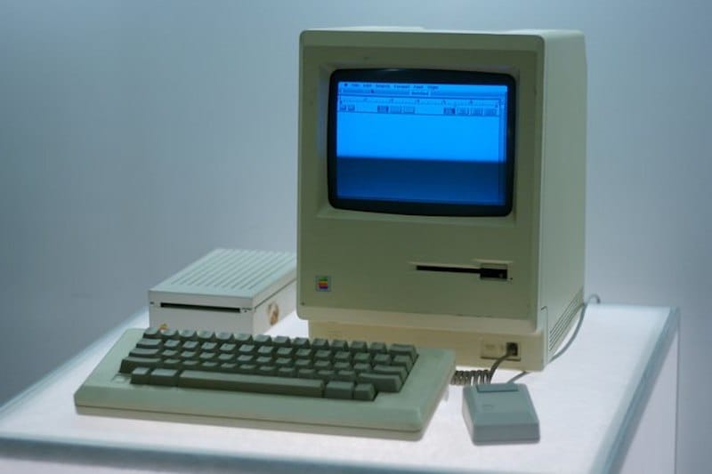 The Apple Macintosh 128k | 8 Best 1980s Gadgets that Defined a Decade| Brain Berries
