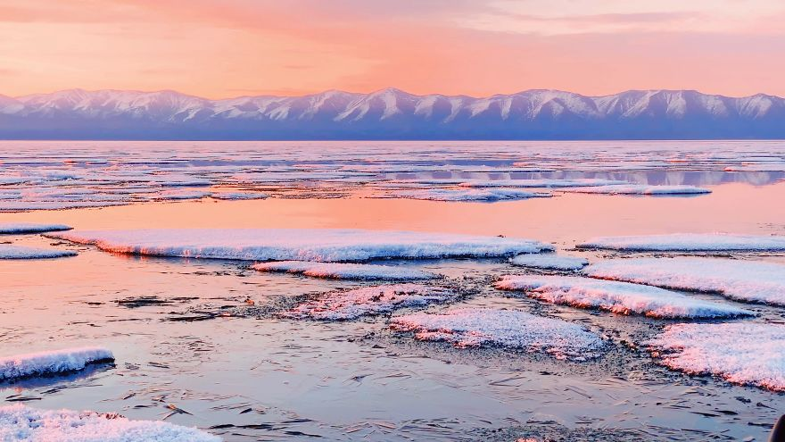 Photographer Visits Baikal, The Oldest Lake On Earth, And It's Absolutely Mind-Blowing #10 | ZestRadar