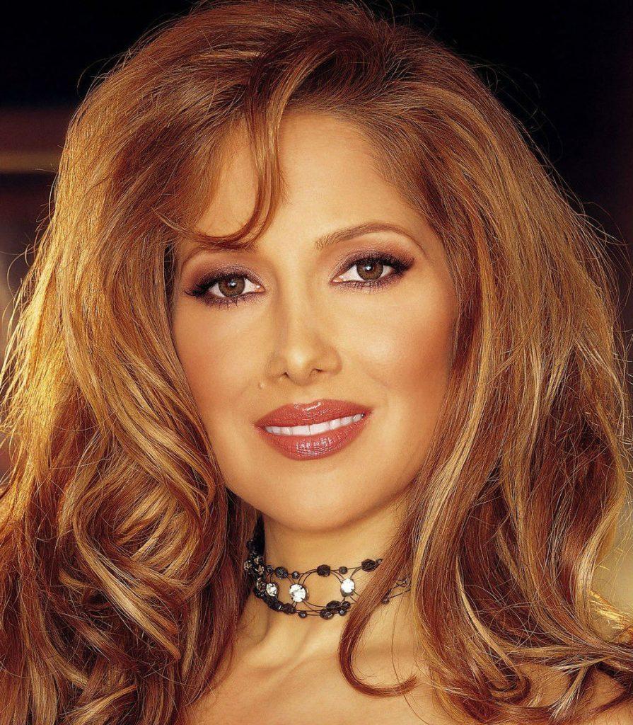 Каролайн Коссей   9 красивых актрис, которые родились мужчинами   BrainBerries