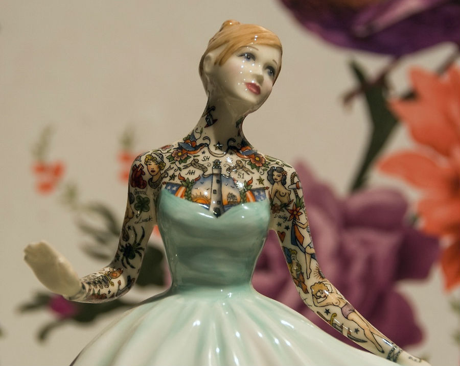 Фарфоровые куклы Джессики Харрисон, покрытые татуировками  #1 | ZestRadar