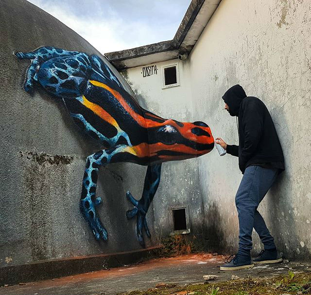 venomous froggy | 10 Hyper-Realistic 3D Street Art By Odeith | Brain Berries