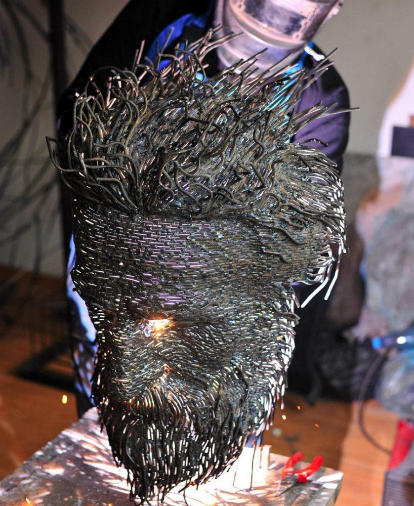 Romanian Artist Is Welding Metal Wires Into The Faces Of Historical Figures #5 | ZestRadar
