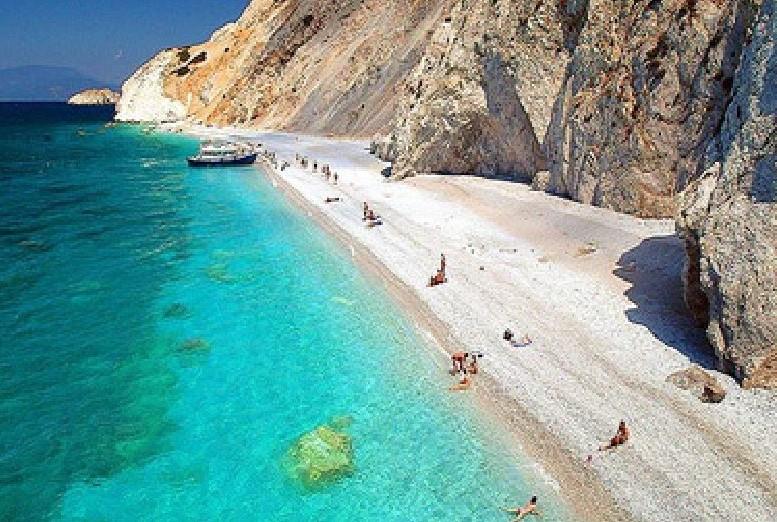Скиатос | Не только Санторини: 10 самых красивых островов Греции | Brain Berries