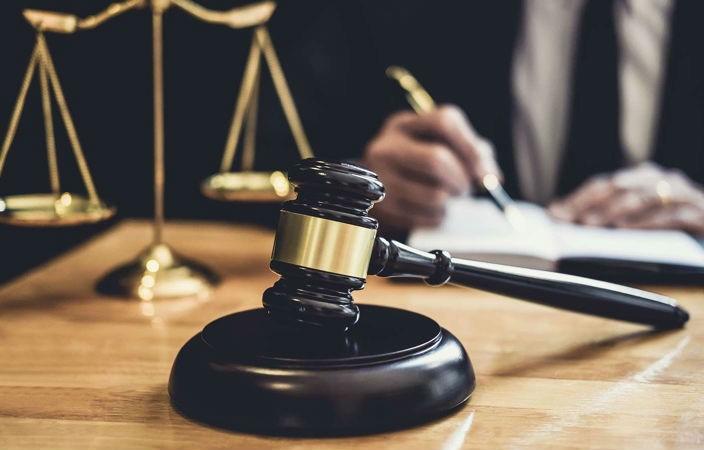 Адвокат, судья, нотариус | Топ-10: самые востребованные и невостребованные профессии в России | Brain Berries