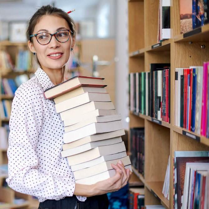 Библиотекарь | Топ-10: самые востребованные и невостребованные профессии в России | Brain Berries