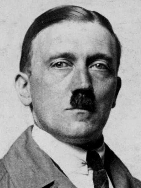 Адольф Гитлер | Знаменитые мужчины, как две капли воды, похожие на своих матерей | Brain Berries