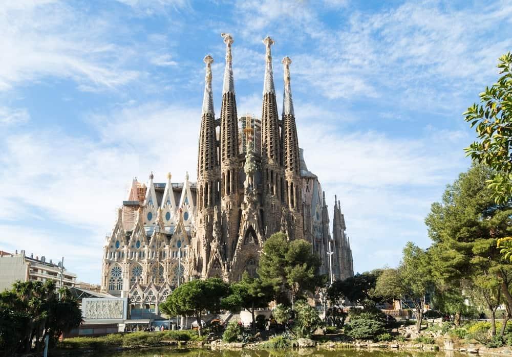 La Sagrada Familia  | 10 Most Expensive Religious Buildings Ever Constructed | ZestRadar