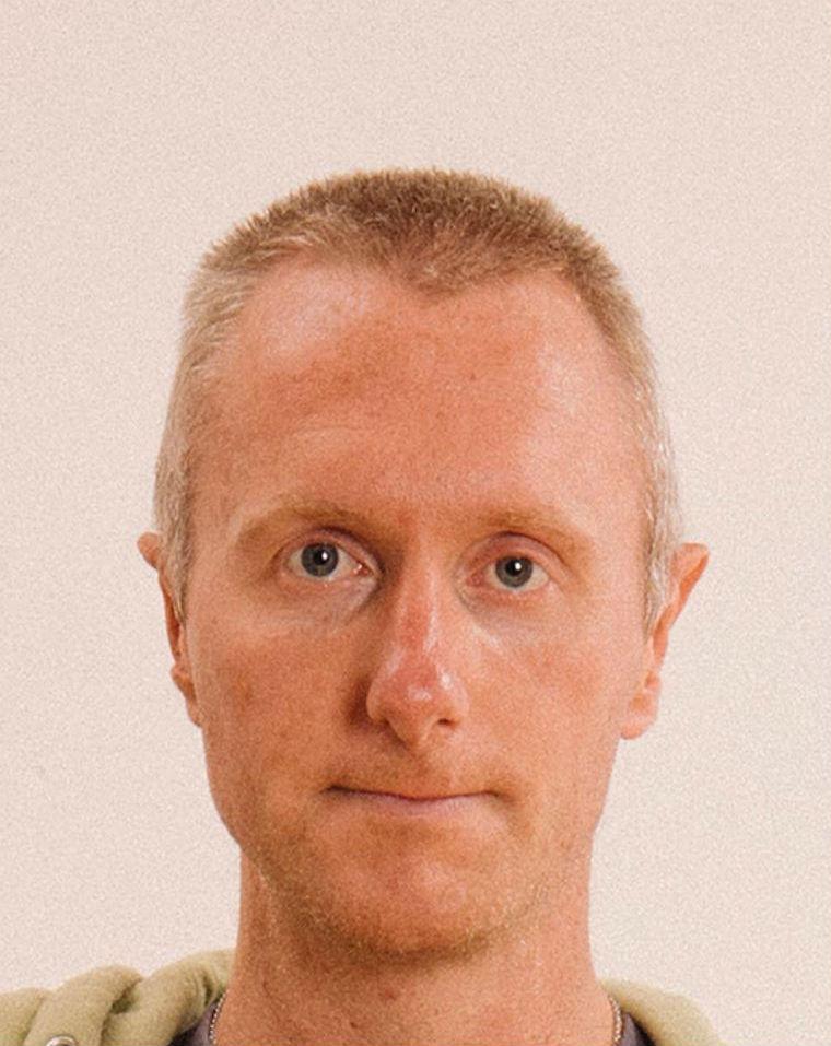 Max Siedentopf Tests The Limits of Passport Photos #13   BrainBerries