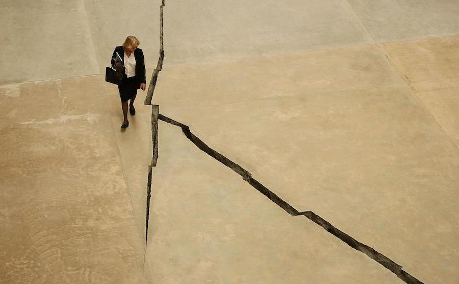 The Crack | 10 Largest Art Installations | Brain Berries