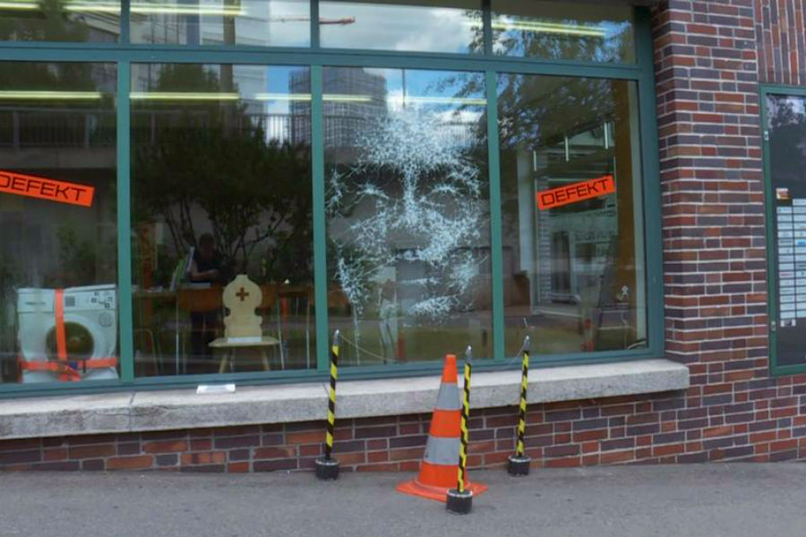 Artist Turns Smashed Storefront Glass Into An Amazing Portrait #5 | ZestRadar