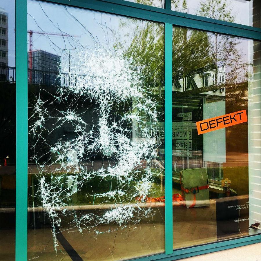 Artist Turns Smashed Storefront Glass Into An Amazing Portrait #6 | ZestRadar