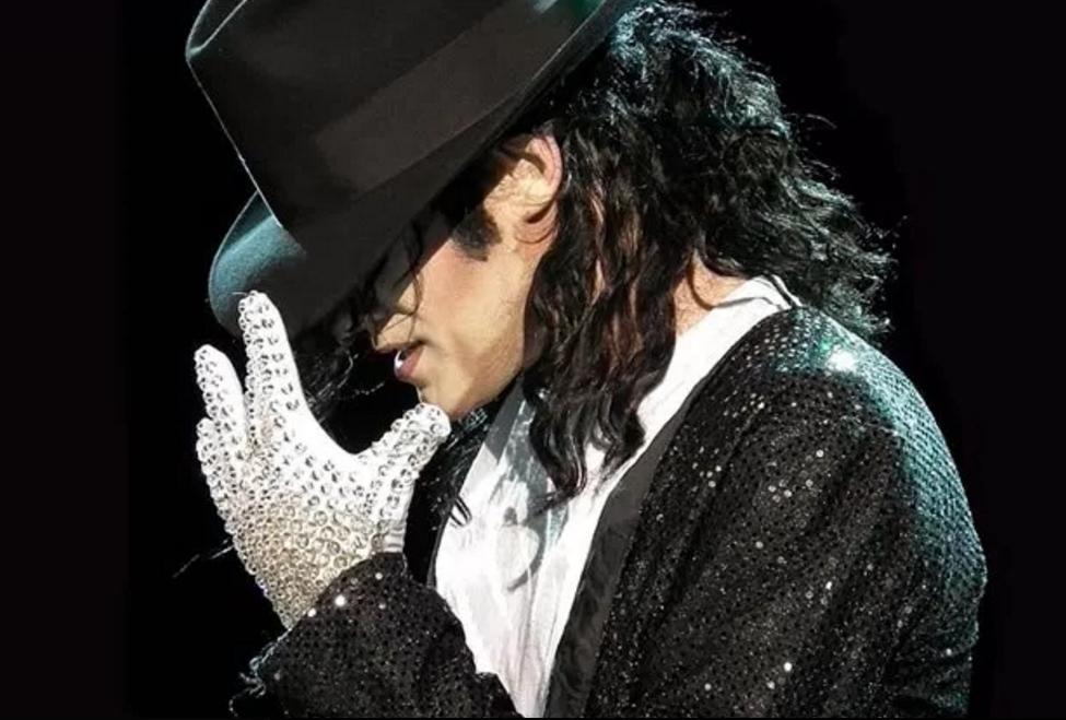 Перчатка Майкла Джексона | Знаковые аксессуары знаменитостей | Brain Berries