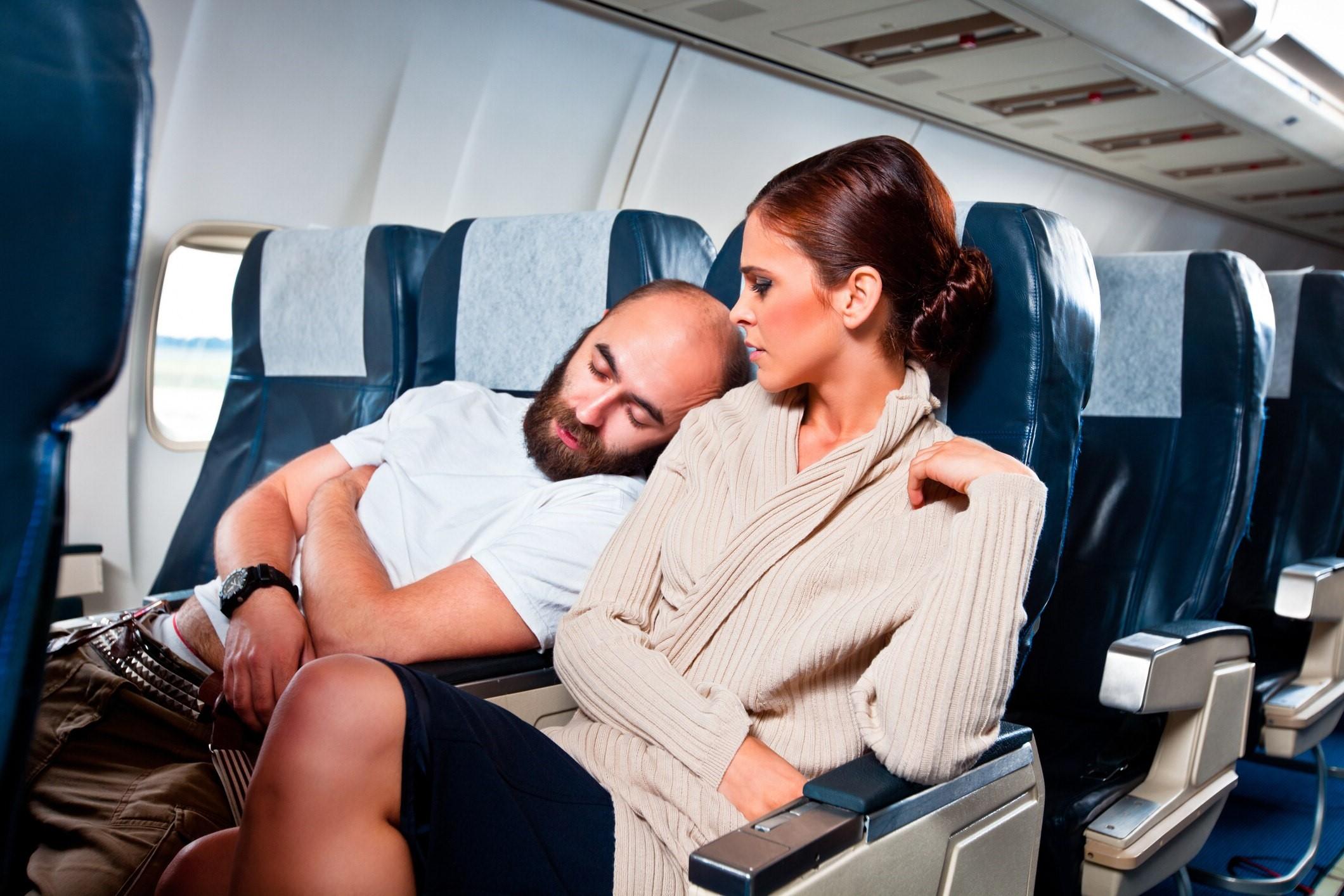 Засыпать до взлета | 10 вещей, которые лучше не делать на борту | Brain Berries