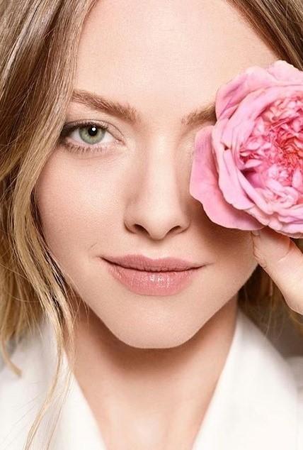 Amanda Seyfried | 9 Gorgeous Celebrities Who Hate Wearing Makeup | Brain Berries