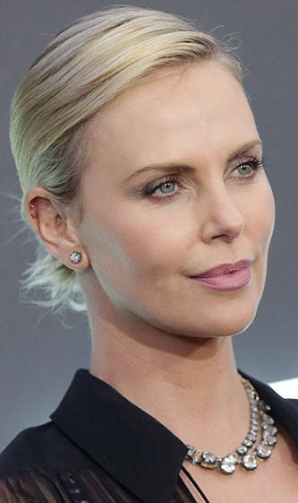 Charlize Theron | 9 Gorgeous Celebrities Who Hate Wearing Makeup | Brain Berries
