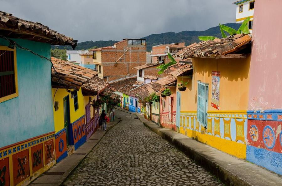 Гуантапе | Очень маленькие, но невероятно сказочные места для путешествий | ZestRadar