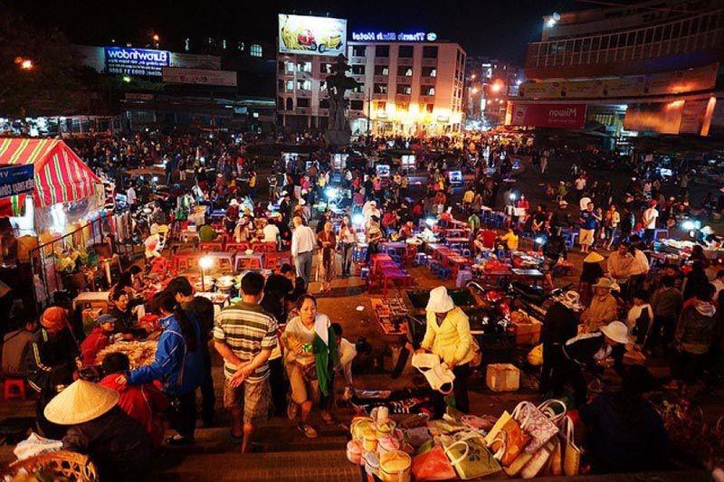 Chợ đêm Sapa | 6 chợ nổi tiếng ở Việt Nam mà bạn sẽ thích thú khi ghé thăm | Brain Berries