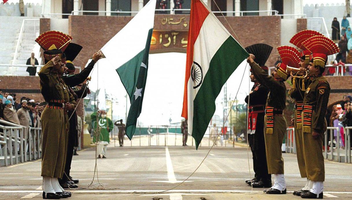 Confine tra India e Pakistan | Le 8 linee di confine più famose del mondo | Brain Berries