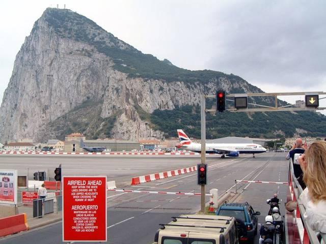 Confine tra Spagna e Gran Bretagna | Le 8 linee di confine più famose del mondo | Brain Berries