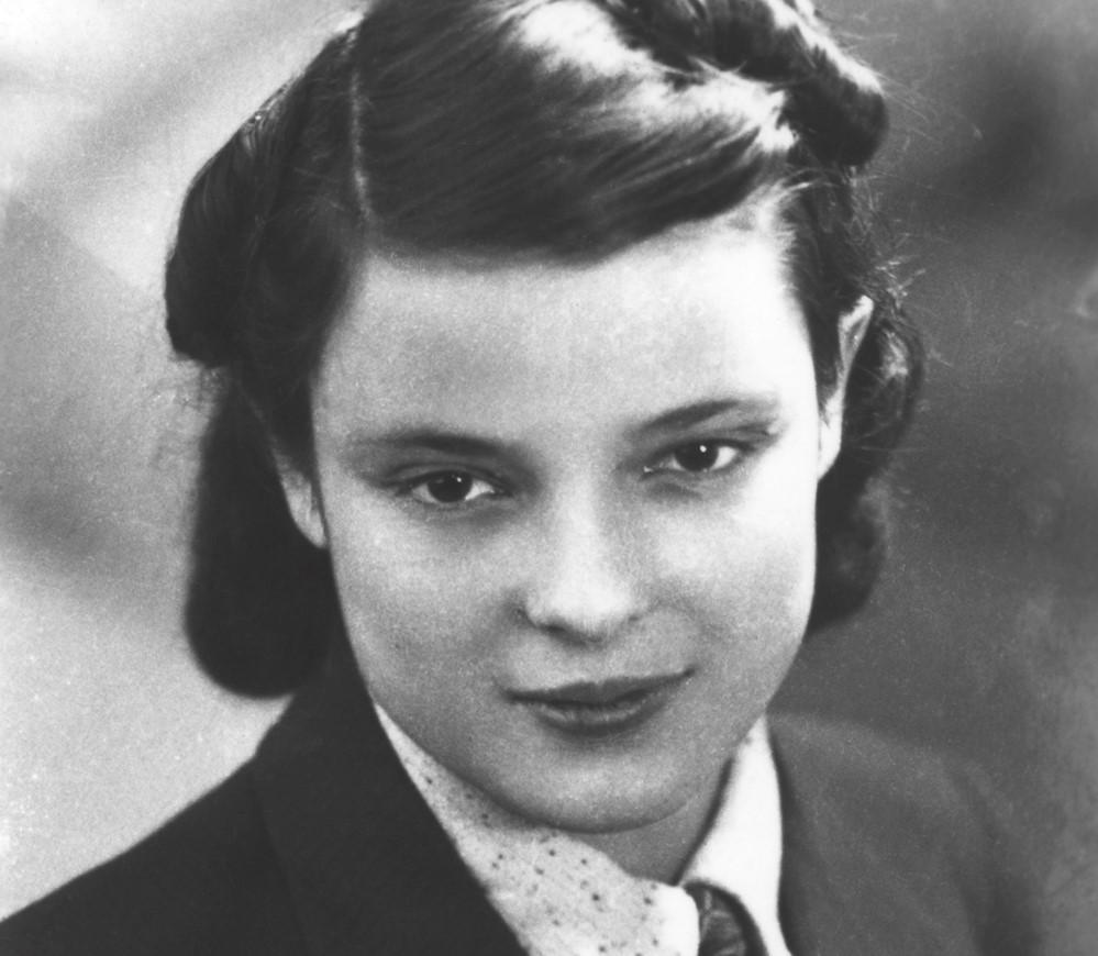 Faye Schulman, born in 1919 | 7 Most Badass Women of WWII | Brain Berries