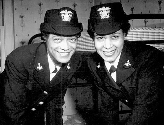 Frances Wills (1916-1998) and Harriet Pickens (1909-1969) | 7 Most Badass Women of WWII | Brain Berries