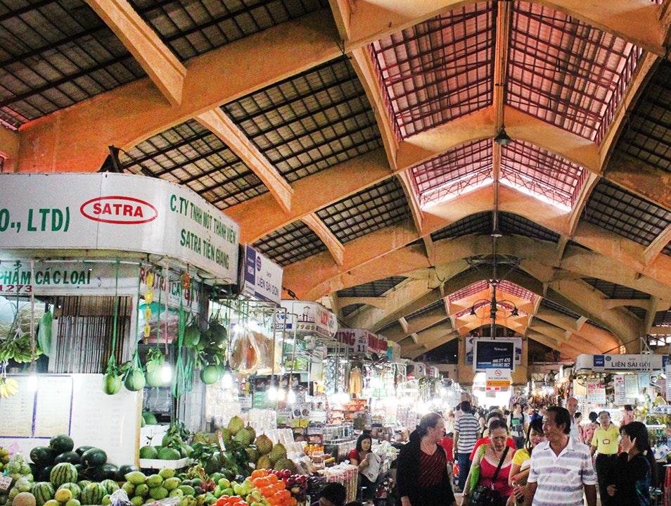 Chợ Bến Thành – Thành phố Hồ Chí Minh | 6 chợ nổi tiếng ở Việt Nam mà bạn sẽ thích thú khi ghé thăm | Brain Berries