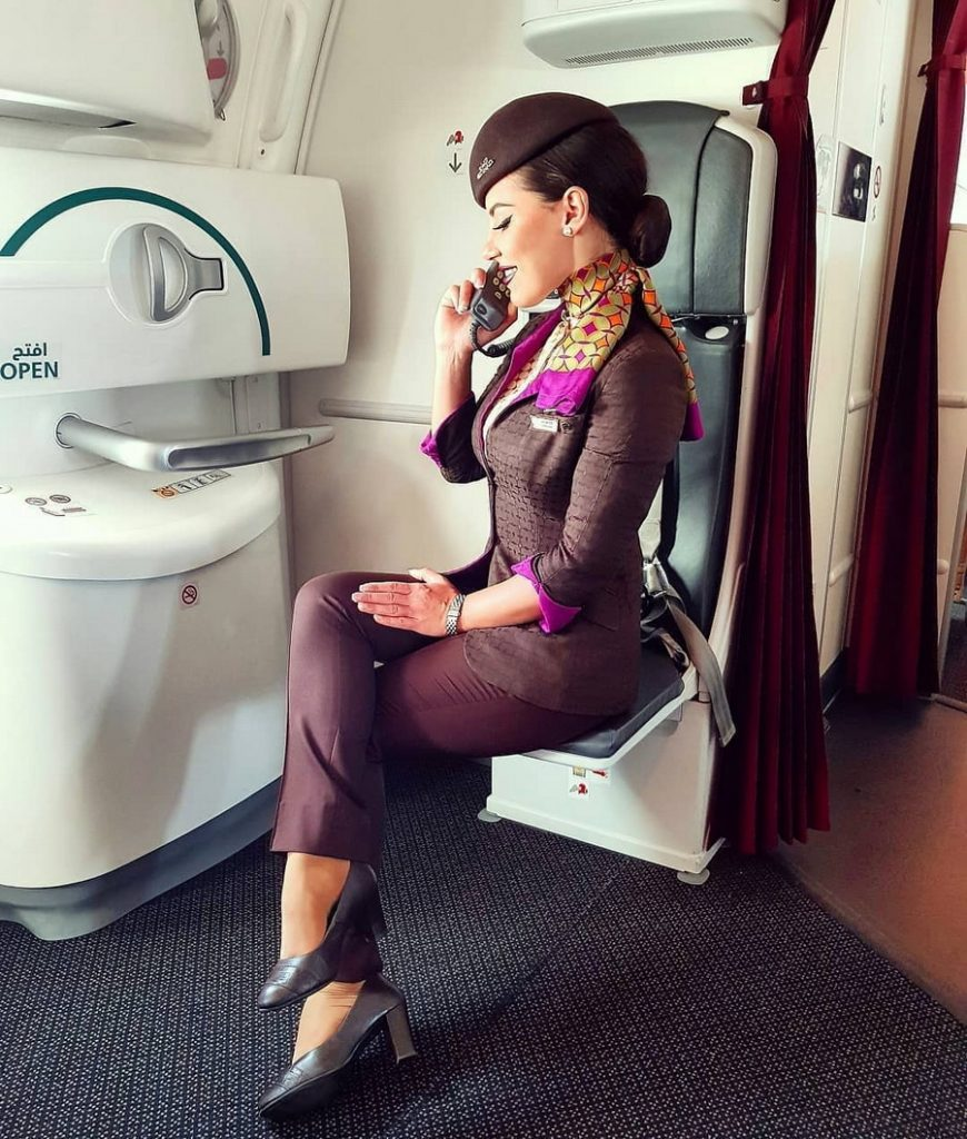 Преимуществом будет медицинское образование | Работа мечты: главные требования для стюардессы | ZestRadar