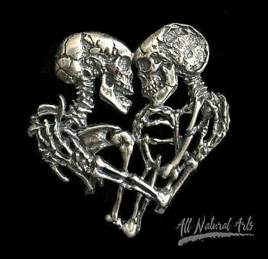 Skeleton Love | 8 Impressive Sue Beatrice Sculptures | Brain Berries