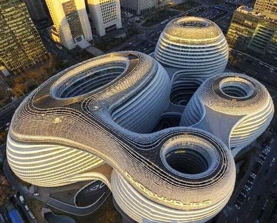 Galaxy SOHO, Пекин, Китай | Космические работы самой известной женщины-архитектора Захи Хадид | Brain Berries