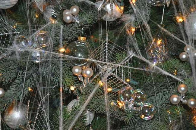 5. العنكبوت - أوكرانيا |  لطيف ، غريب ، مرح: 7 تقاليد عيد الميلاد الفريدة من جميع أنحاء العالم |  التوت الدماغ