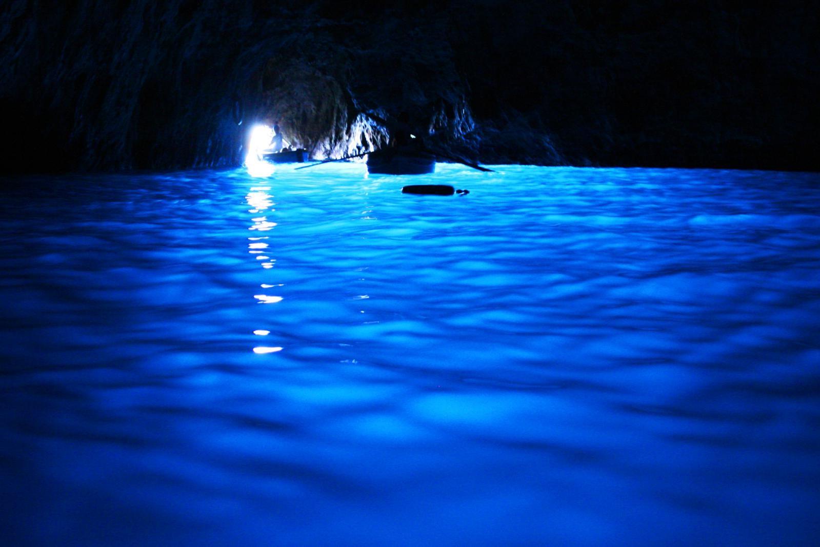 La grotta azzurra |  Paradisi naturali in giro per l'Italia | BrainBerries