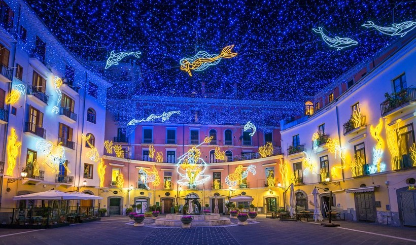 Luci d'Artista, Salerno, Italy | 10 Best Christmas Light Displays Around The World | Zestradar