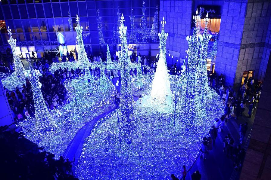Shiodome Caretta Illumination, Tokyo, Japan | 10 Best Christmas Light Displays Around The World | Zestradar