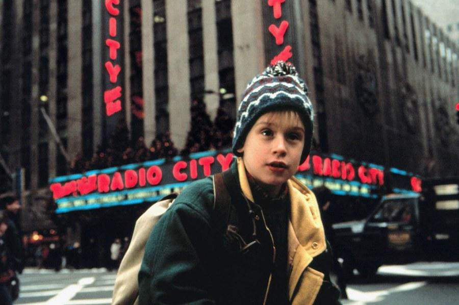 Home Alone 2 | 8 Properly Funny Christmas Movies | Zestradar