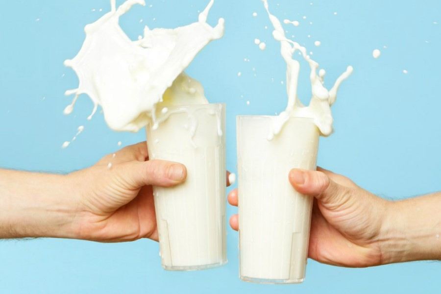Helps with heartburn | Wanna See What Happens To Your Body When You Drink Milk Everyday? | Zestradar