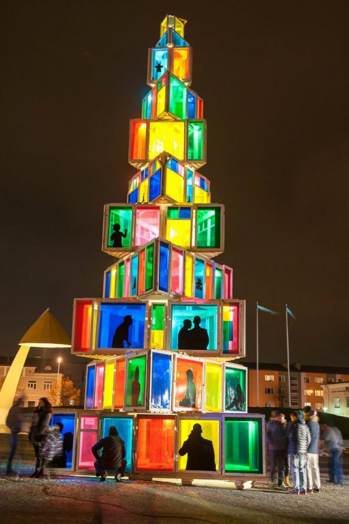 #14 | From Pillows To Lost & Found Items: The Coolest And Weirdest Christmas Trees You've Seen So Far | Zestradar