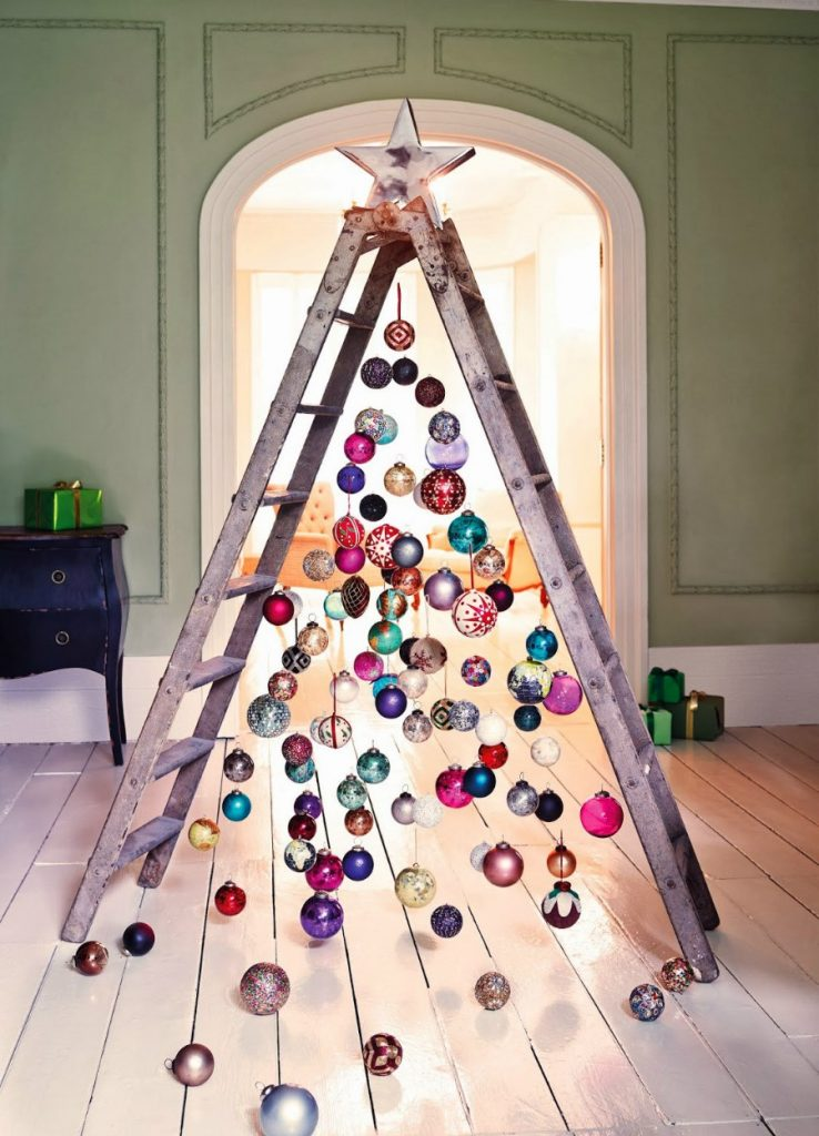 #3 | From Pillows To Lost & Found Items: The Coolest And Weirdest Christmas Trees You've Seen So Far | Zestradar
